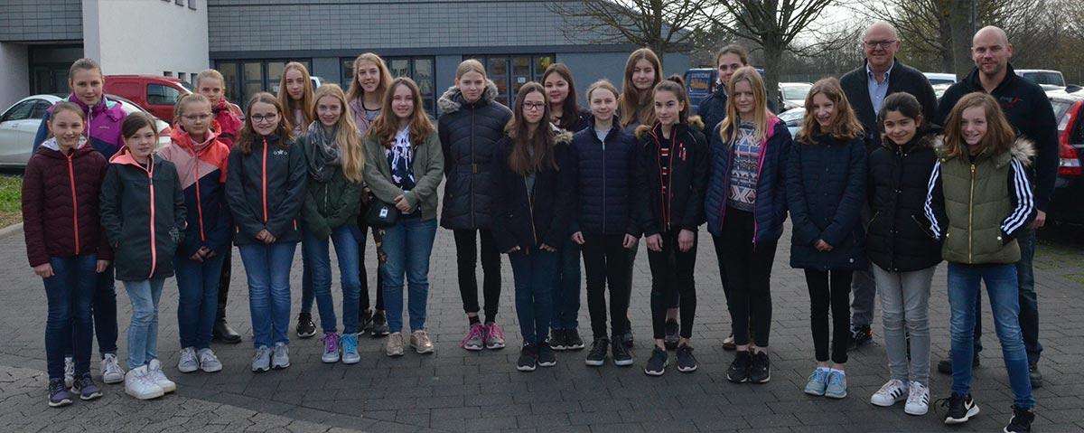 20 Mädchen beim Zukunftstag Girls' Day der ovag Netz GmbH